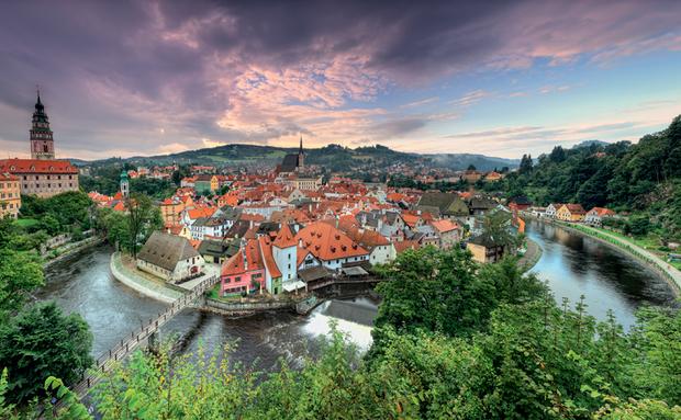 Essa cidadezinha na República Tcheca para de conto de fadas. Não é à toa que foi considerada patrimônio histórico pela Unesco.