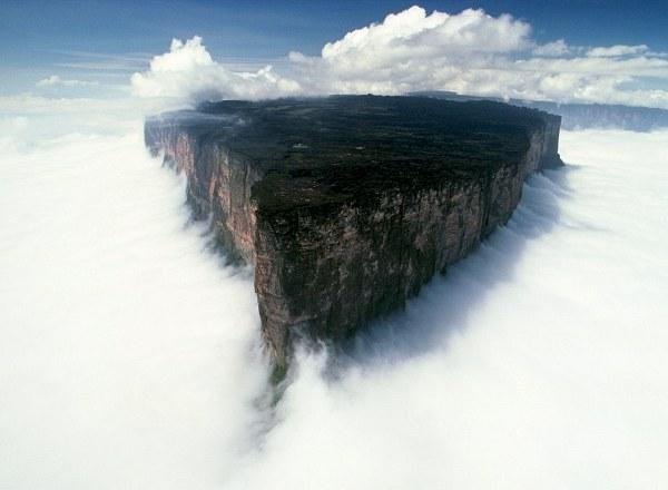 Na tríplice fronteira entre Brasil, Venezuela e Guina, é um verdadeiro lugar inóspito.