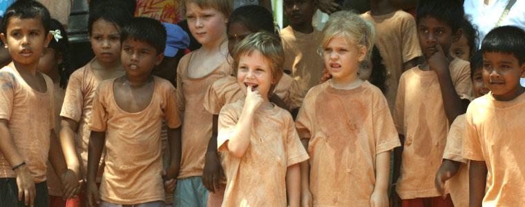 Auroville kids - To no Cosmos